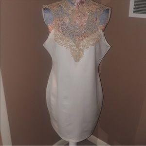 Dresses & Skirts - Beautiful minidress